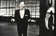 "Johnnie Ray sings ""Cry"""