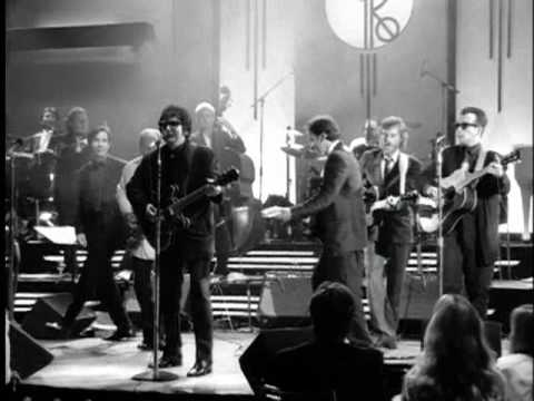Roy Orbison – Oh, Pretty Woman (from Black & White Night)