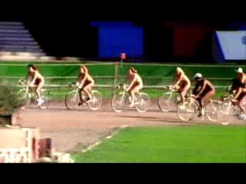 Queen – Bicycle Race (Official Video)