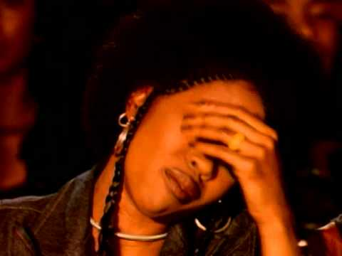 The Fugees – Killing Me Softly With His Song (Official Video)